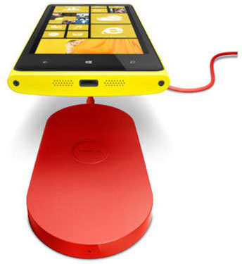 Nokia Lumia 920 и беспроводное зарядное устройство