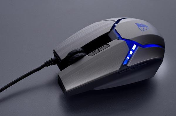 К компьютеру мышь Tesoro Gandiva H1L подключается кабелем в оплетке с позолоченным разъемом USB