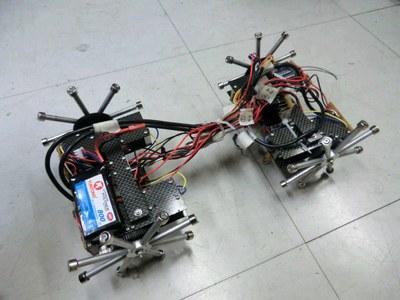 Робот BIREM способен перемещаться по металлическим стенам и потолку