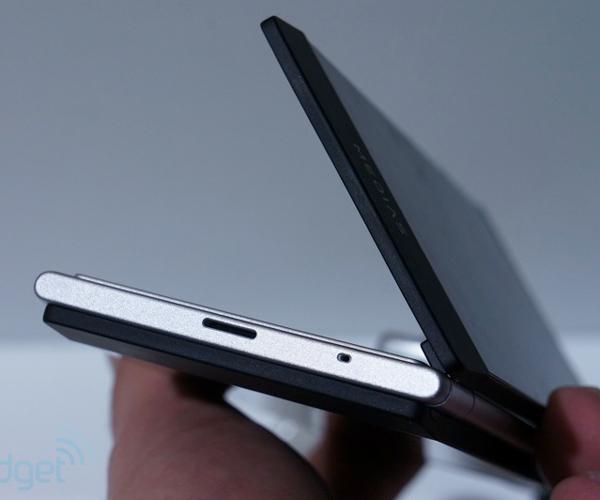 NEC собирается вывести смартфона Medias W с двумя экранами по 4,3 дюйма на международный рынок