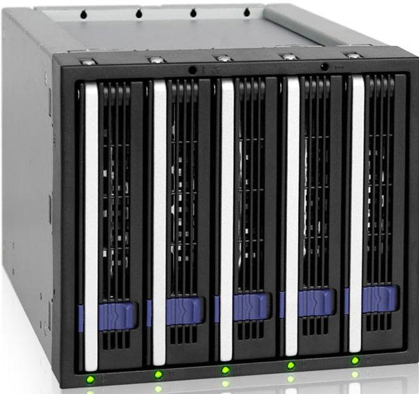 Для установки в корзину Icy Dock FatCage MB155SP-B накопители закрепляются в лотках EZ-Tray
