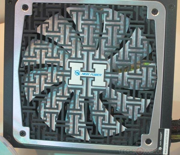 Блоки питания High Power Astro PT предложены мощностью 600 и 700 Вт