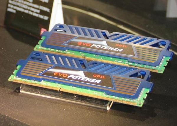 На стенде GeIL была показана работа системы с четырьмя модулями DDR3-3000 объемом 4 ГБ