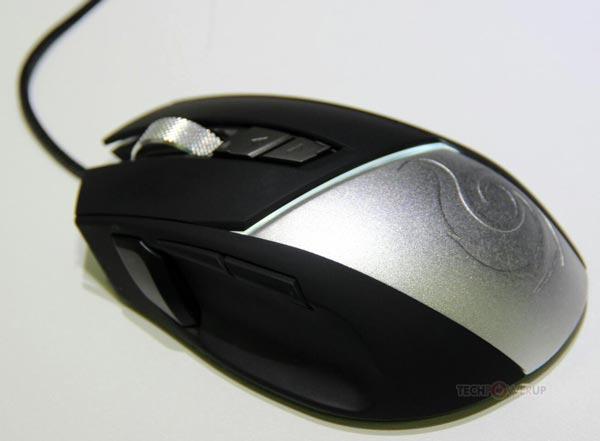 Основой мыши CM Storm Reaper служит датчик Avago 9800