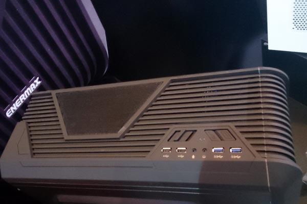 Размеры корпуса Enermax iVektor ECA3310 составляют 495 х 234 х 508 мм
