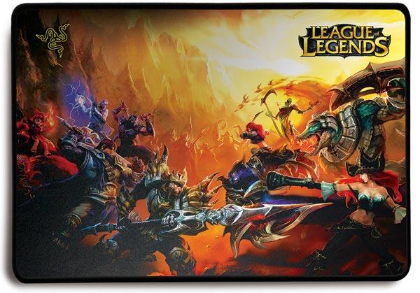 ������� ������������� ��������� ���� Razer Naga Hex � ������� Razer Goliathus ��� ��������