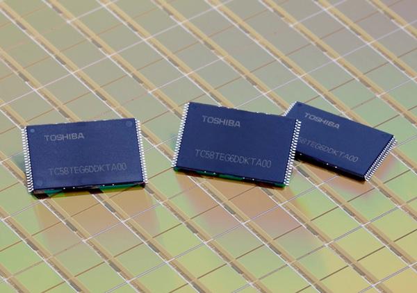 ...флэш-памяти Тоshiba начинает производство 64 гигабитных микросхем NAND флэш-памяти в конце этого месяца.