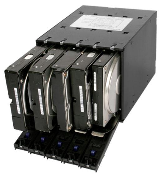 Накопители устанавливаются в Icy Dock FlexCage MB975SP-B без применения инструментов