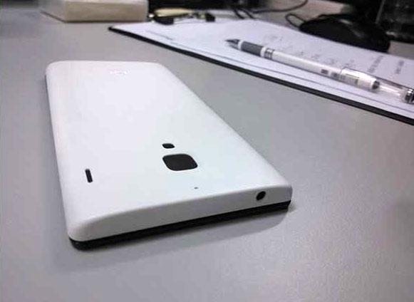 �������� XiaoMi Mi3 ����� ��������� �� ��������������� ������� Qualcomm Snapdragon 800