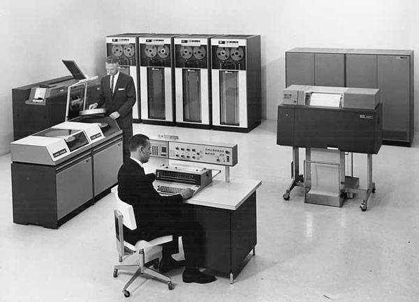 Выпуск компьютеров IBM 1401 продолжался с 1959 по 1971 год