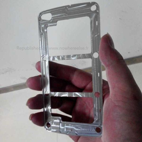 Не исключено, что металлическая основа корпуса принадлежит модели, которая откроет серию Galaxy F