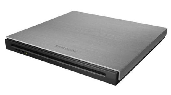 Внешний оптический привод Samsung SE-B18AB оснащен интерфейсом USB 3.0