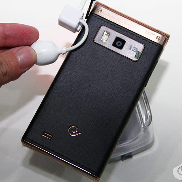 Компания Samsung представила на китайском рынке смартфон SCH-W2014