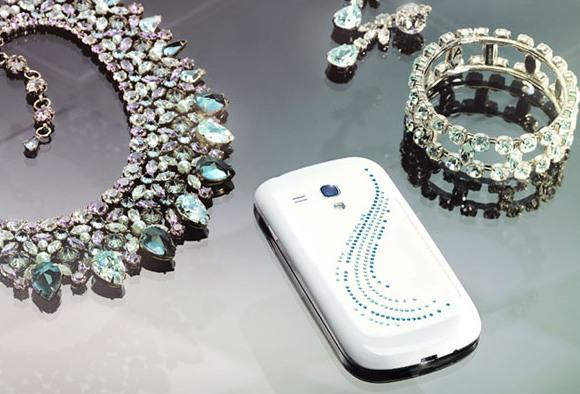 Смартфон Samsung Galaxy S III mini Crystal Edition, украшенный кристаллами Сваровски, стоит 299 евро