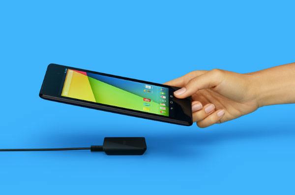 Беспроводное зарядное устройство Google Nexus Wireless Charger стоит $50