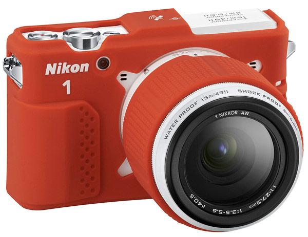 Камера Nikon 1 AW1 сохраняет работоспособность при погружениях на глубину до 15 м
