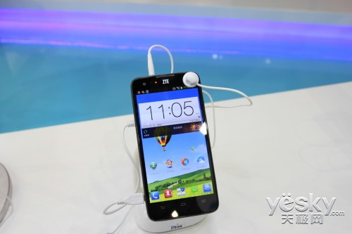 Смартфоны ZTE Geek и ZTE Grand Geek были замечены на PT/Expo Comm China 2013