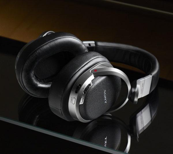 Наушники Sony MDR-HW700DS, MDR-HW300K и MDR-RF811RK появятся в продаже в Европе в этом месяце