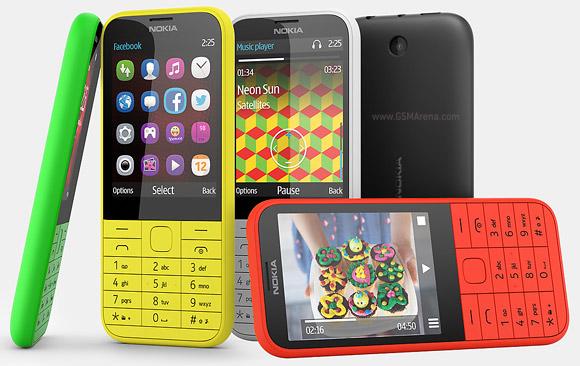 � ��������� Nokia 225 �������� �� ���� �������� ������� ����� microSD