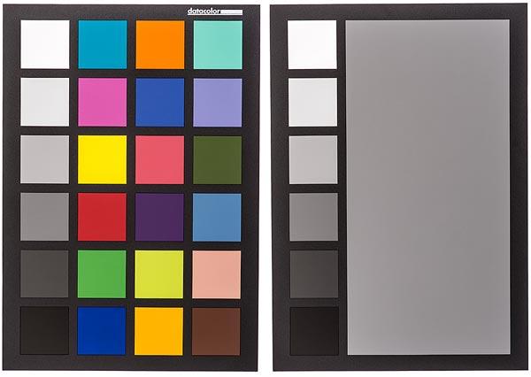 На одной стороне мишени Datacolor Spydercheckr 24 находится цветное, на другой — полутоновое изображение