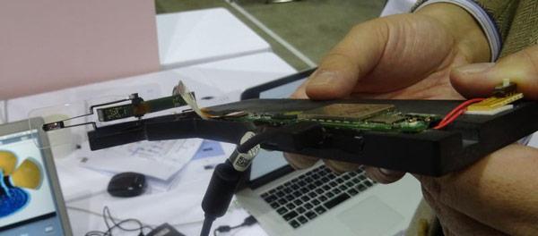 Яркий носимый дисплей Telepathy Japan показан на выставке IDW 2014