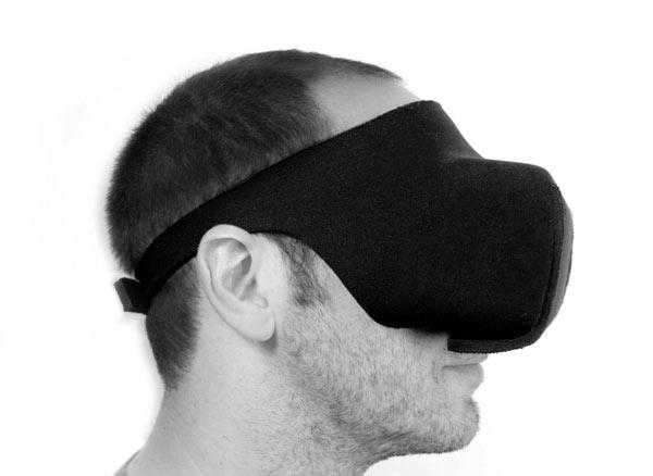 По словам создателя Viewbox, гибкость и эластичность неопрена позволяет прочно закрепить гарнитуру на голове
