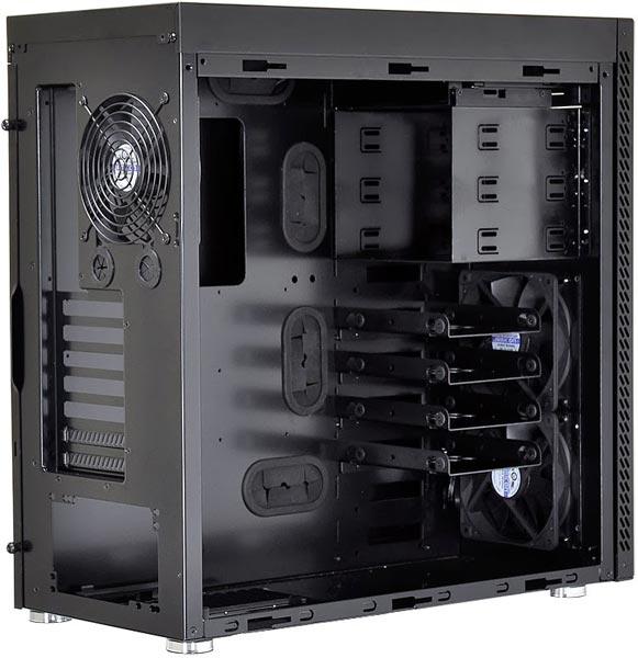 ������� Lian Li PC-B16 � PC-A61 ����� ������������ �� �������� CeBIT