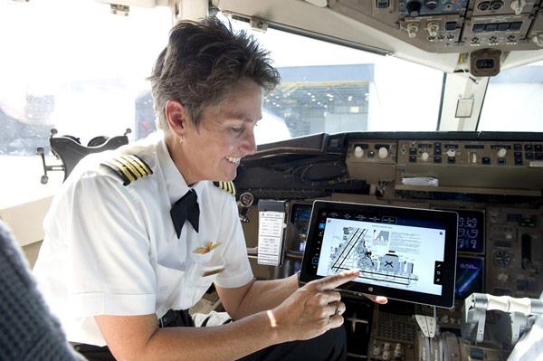 Федеральное управление гражданской авиации США разрешило пилотам использовать планшеты Microsoft Surface 2