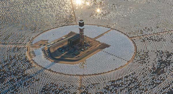 В состав гелиотермальной электростанции Ivanpah Solar Electric Generating System входит 173 500 блоков зеркал
