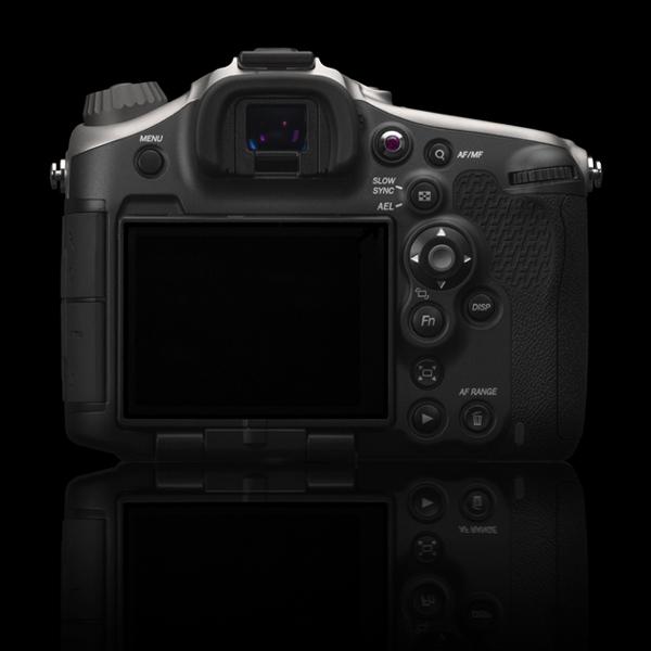 Камера Hasselblad HV комплектуется объективом Zeiss Vario-Sonnar T* 2,8/24-70 ZA