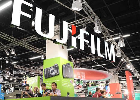 В ближайшее время может быть представлен черный вариант камеры Fuji X100S