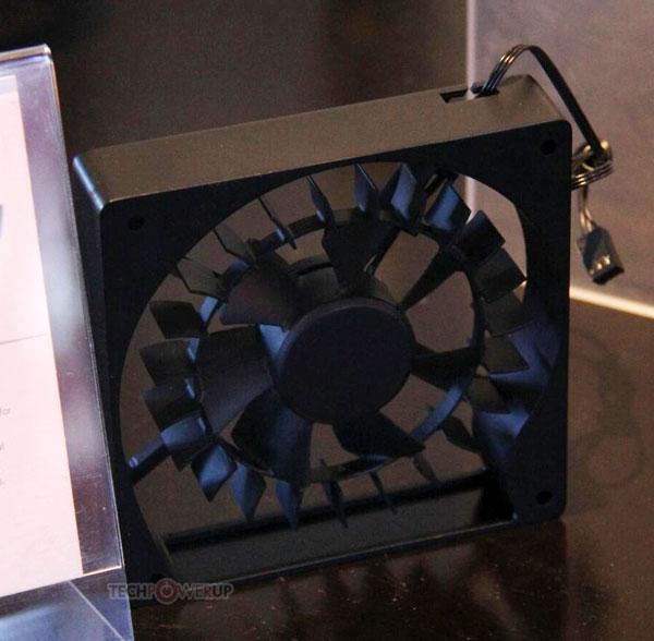 ���� ���������� Cooler Master HybridFlow ����������� ������ � ����� ����������� � 120 ��