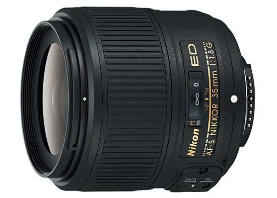 В комплект AF-S Nikkor 35mm f/1.8G входит крышка и мягкий чехол