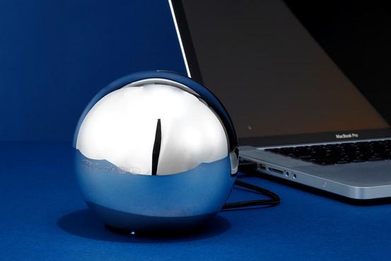 Для внешнего жесткого диска LaCie's Sphère выбрана совершенная форма сферы
