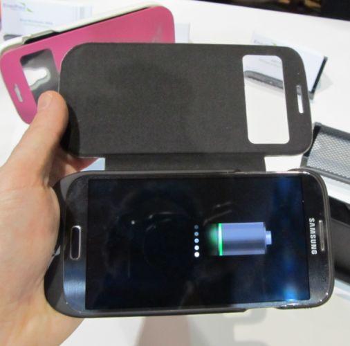 Компания EnerPlex предлагает пользователям смартфонов Samsung Galaxy S4 и Apple iPhone 5S приобрести  зарядное устройство-чехол на солнечных батареях