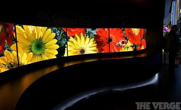 Panasonic показала на CES стену из шести прототипов телевизоров с 55-дюймовыми изогнутыми панелями OLED
