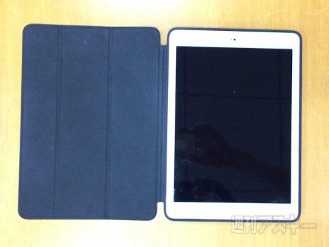 Планшет Apple iPad Air 2 в чехле