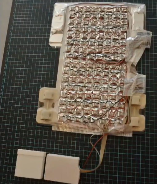 Электронная часть футболки-тетриса построена микроконтроллере Arduino Uno
