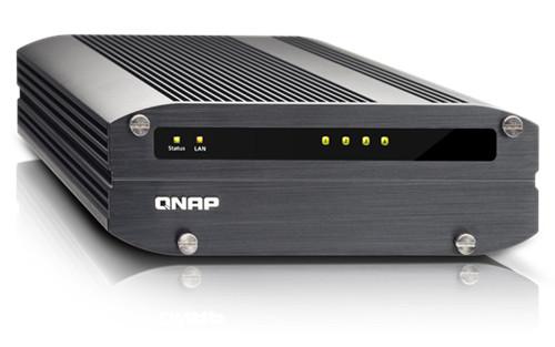 Сетевое хранилище QNAP IS-400 Pro рассчитано на четыре накопителя типоразмера 2,5 дюйма