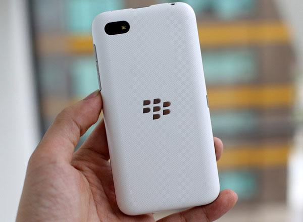 Смартфон BlackBerry Kopi работает под управлением операционной системы BlackBerry OS 10.2