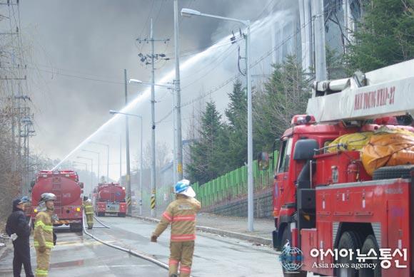Ущерб от пожара оценивают в 1 млрд долларов