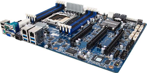 Оснащение Gigabyte GA-6PXSVT включает 10 портов SATA 6 Гбит/с и 4 порта SATA 3 Гбит/с