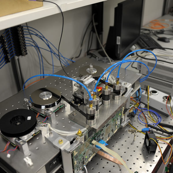 Исследователи IBM довели плотность магнитной записи до 85,9 млрд бит на квадратный дюйм — это в 62 раза показателя картриджей LTO6