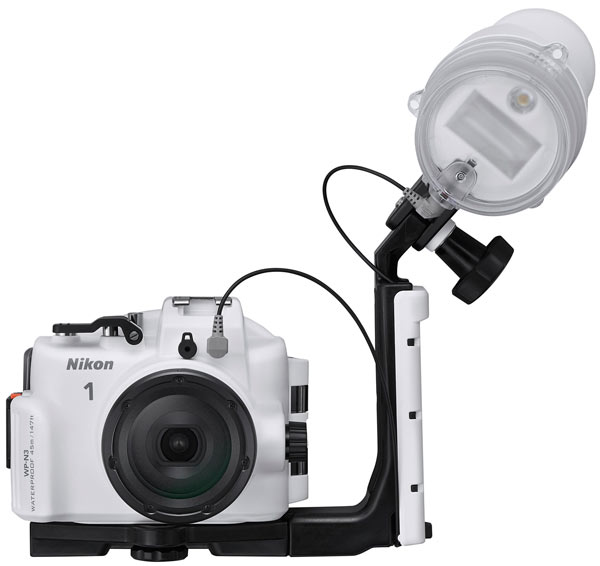 Комплект из камеры Nikon 1 J4 и двух объективов обойдется покупателю в $1050