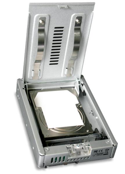 На переходник Icy Dock MB982IP-1S-1 распространяется трехлетняя гарантия