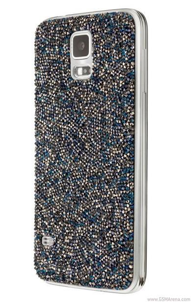 Одновременно представлены украшения для браслета Gear Fit с кристаллами Сваровски