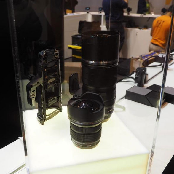прототипы объективов Olympus 7-14mm F/2,8 и 300mm F/4,0