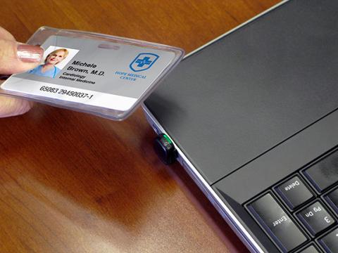 Производитель называет pcProx Nano самым маленьким устройством для идентификации по бейджу