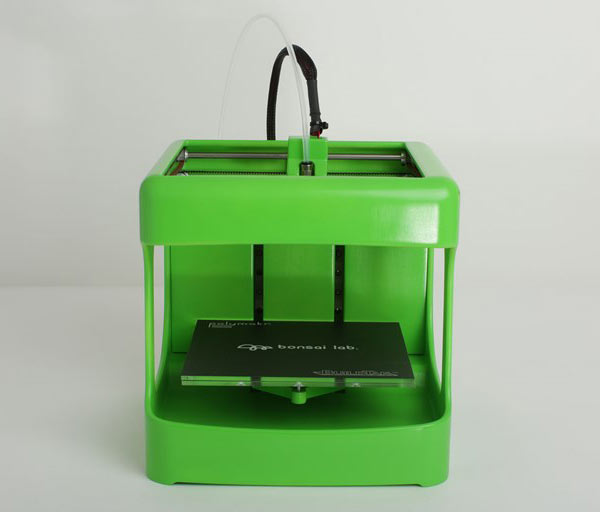 3D-принтер BS Toy работает с расходным материалом, температура плавления которого равна 80°C