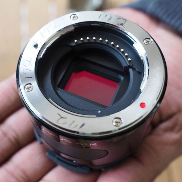 Olympus Air - камера, присоединяемая к смартфону и рассчитанная на объективы системы Micro Four Thirds